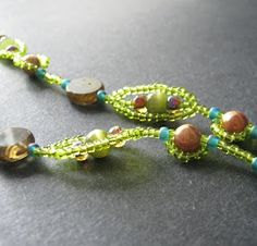 Green Pea Pod Bead Chain - not sure I'd actually call this a stitch, but an interesting post on chains. #seed #bead #tutorial  Beginners can use this to make work look more complex.