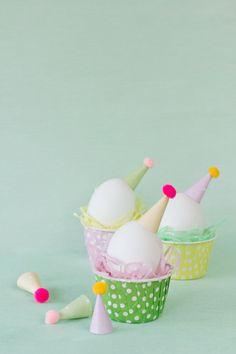 (DIY Party Hat Easter Eggs {studio DIY}