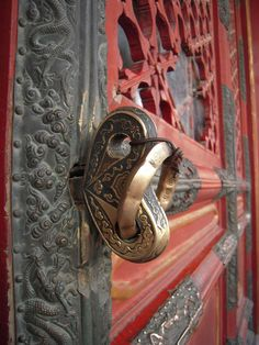 Marvelous - intricate handle.