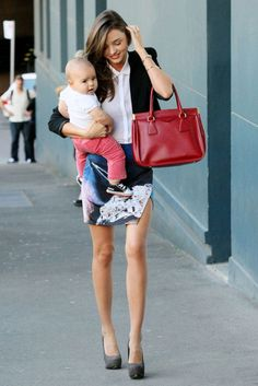 hot/fashionable mom