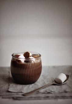 Hot chocolate with honey, cinnamon and whipped cream | Robot Lemonade