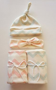 Boy and Girl Organic Chevron Twin Set. Organic Headband, Hat, and Swaddle Blankets. Perfect for boy and girl twins and the hospital stay By ModFox on Etsy.