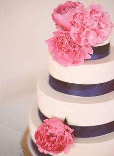 yummy wedding cake and big, pink peonies