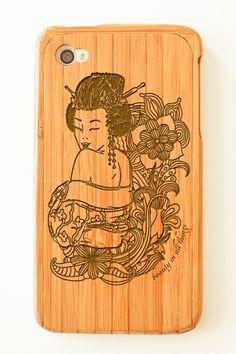 'Geisha' bamboo iPhone case / via mantrastyle.com