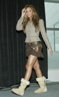 Beyonce Knowles showing off her UGG boots! The perfect post-concert shoes!