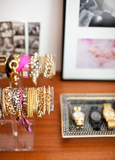 organize your bracelets like a jewelry store using lucite jewelry trees and trays