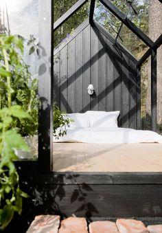 sleeping-greenhouse-bed