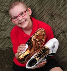 Young cancer victim Matthew Smith has received a pair of signed running shoes from Usain Bolt to help boost his fundraising pot.