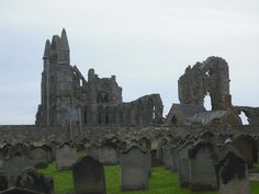 spooki place, english graveyard, whitbi abbey, bram stoker