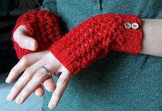 Cherry Red Handwarmers: free pattern