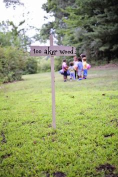 adorable pooh sign >> winnie the pooh party