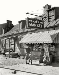 """Savannah, Georgia, circa 1939. """"Yamacraw Market, Fahm Street. Rowhouse structure built about 1850. Torn down 1940 for Yamacraw Village Housing Projects."""" 8x10 acetate negative by Frances Benjamin Johnston. Shorpy Historic Picture Archive :: Yamacraw Market: 1939 high-resolution photo"""