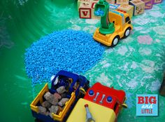 Sensory play in a little construction world. Repinned by SOS Inc. Resources @SOS Inc. Resources.