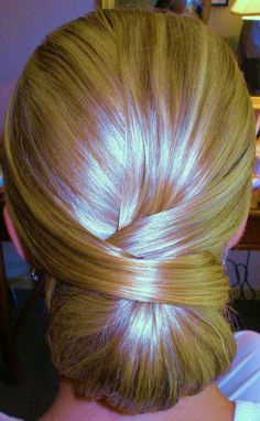 cute hairstyle this is so adorable and it will be my hair style for the next formal event!