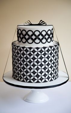 Rouvalee-Cake_Black-and-White-Wedding-Cake-644x1024.jpg 644×1,024 pixels