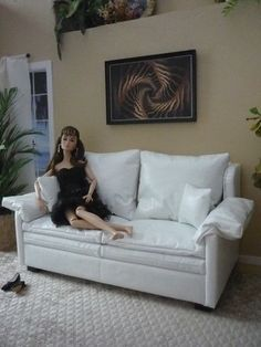 1-6-Scale-Furniture-White-Leather-Loveseat-for-Barbie-Fashion-Royalty-12-in-doll