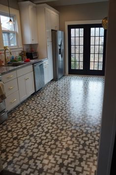 Loving this stenciled concrete floor in the kitchen!