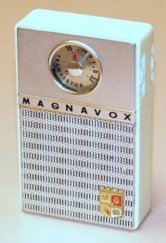 Vintage Magnavox Transistor Radio, Model AM-60, 6 Transistors, Made In Japan, Circa 1961.