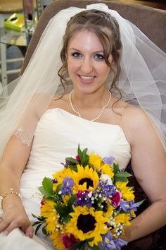 sunflower wedding bouquet- beautiful!