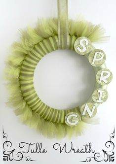 Easy Spring Tulle Wreath! #tulle #crafts