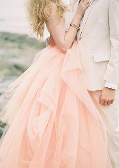 futur, peach weddings, engagement photos, colors, dress