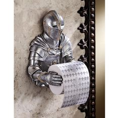Una armadura gótica para sostener tu real rollo higiénico. // A Knight to Remember Gothic Bath Tissue Holder