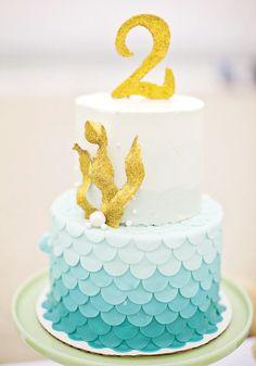 Gold seaweed on ocean mermaid themed cake