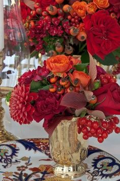Red and orange centerpiece - Carolyne Roehm