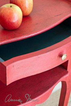 Learn the Basics of Using Chalk Paint® and Soft Wax From Annie Sloan!