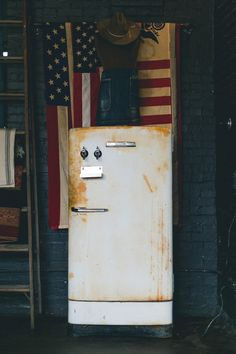 I like the multiple flags, and this fridge is wonderful. #decorideas