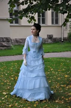 Before the Automobile: 1871 dress from Tissot Painting. GORGEOUS.