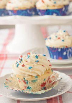 4th of July Funfetti Cupcakes  #4thofjulydesserts #4thofjulyideas