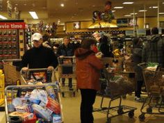 Crowds stand in the Dominick's checkout line Friday morning.