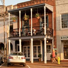 Oxford named one of the South's Best College Towns in Southern Living #tellussomethingwedontknow #hottytoddy