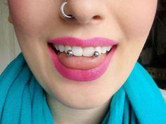 Piercing de nariz y de lengua