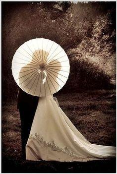 parasol wedding pose ideas | Lovely umbrellas for your wedding day