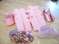 Get the template for adorable paper baby shoe favors. (Cute as a Fox)
