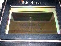 Cleaning oven glass with baking soda