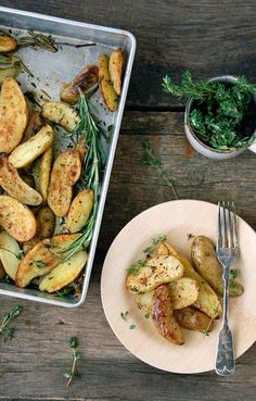 Rosemary and Thyme Roasted Fingerling Potatoes | Butterflyfood