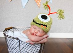 Custom Order One Eyed Monster Hat photo prop sz nb. $20.00, via Etsy. Newborn and Baby Photography props #Snipits #Snipitsink #LaurenBrownPhotography