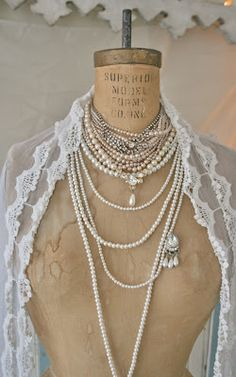 Love the layered pearls.