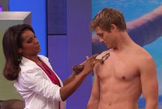Dr. Lisa Masterson demonstrates how to get a tropical tan with a do-it-yourself chocolate-covered almond self-tanner. #DoctorsDIY tropic tan, diy tan, self tanner homemade, almond selftann, how to get tanner, chocolatecov almond