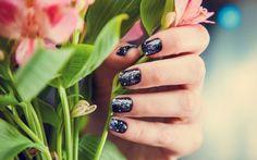 Passo a passo: aprenda a fazer galaxy nails