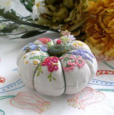 fiberluscious: Flowers on Linen