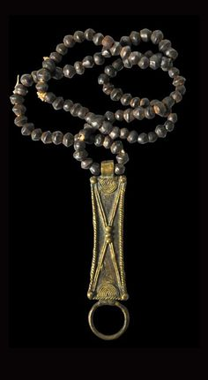 Ghana | Cast brass pendant and brass bead necklace from the Ashanti people | Early 20th century | POR