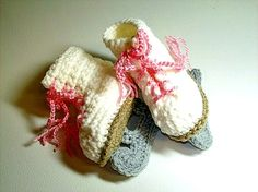 ice skating booties for a baby!! omg!!