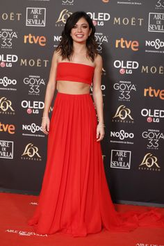 Red crop top red carpet dress goya 2019