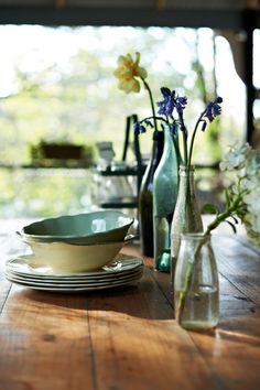 Tumblr table settings, morning light, rustic table, farm tables, fresh flowers, wine bottles, dinner tables, old bottles, country homes