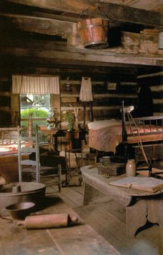 cabin homes, cabin living, primitive cabin interiors, log cabins, dream hous, cabin bedrooms, guest houses, cabin fever, rustic cabins