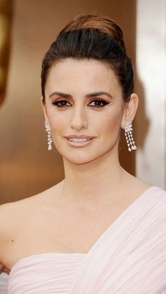 Penélope Cruz's sultry red carpet look